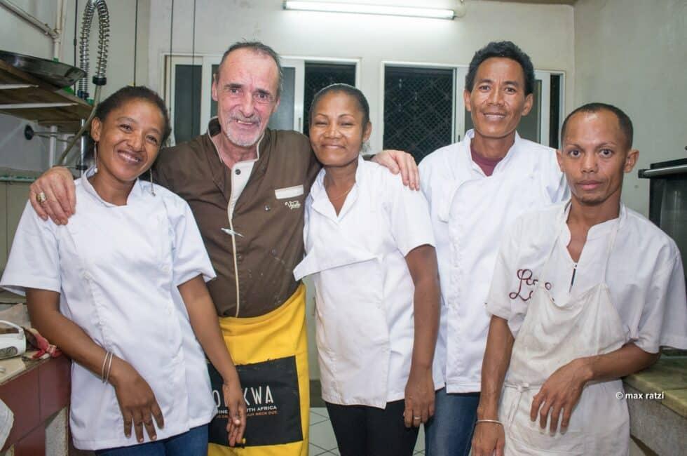 Didier Denamur et l'équipe en cuisine